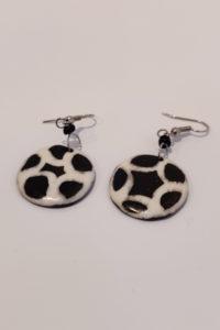 Finnkibu-cow horn earrings - football shaped